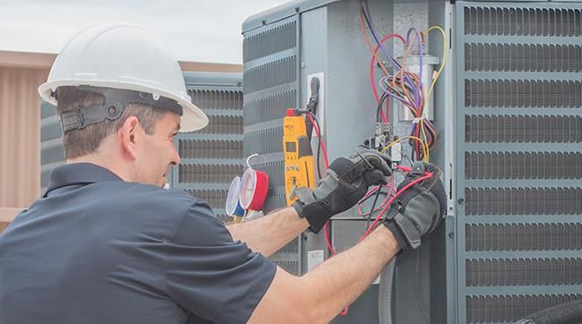 ac technician repair outdoor unit